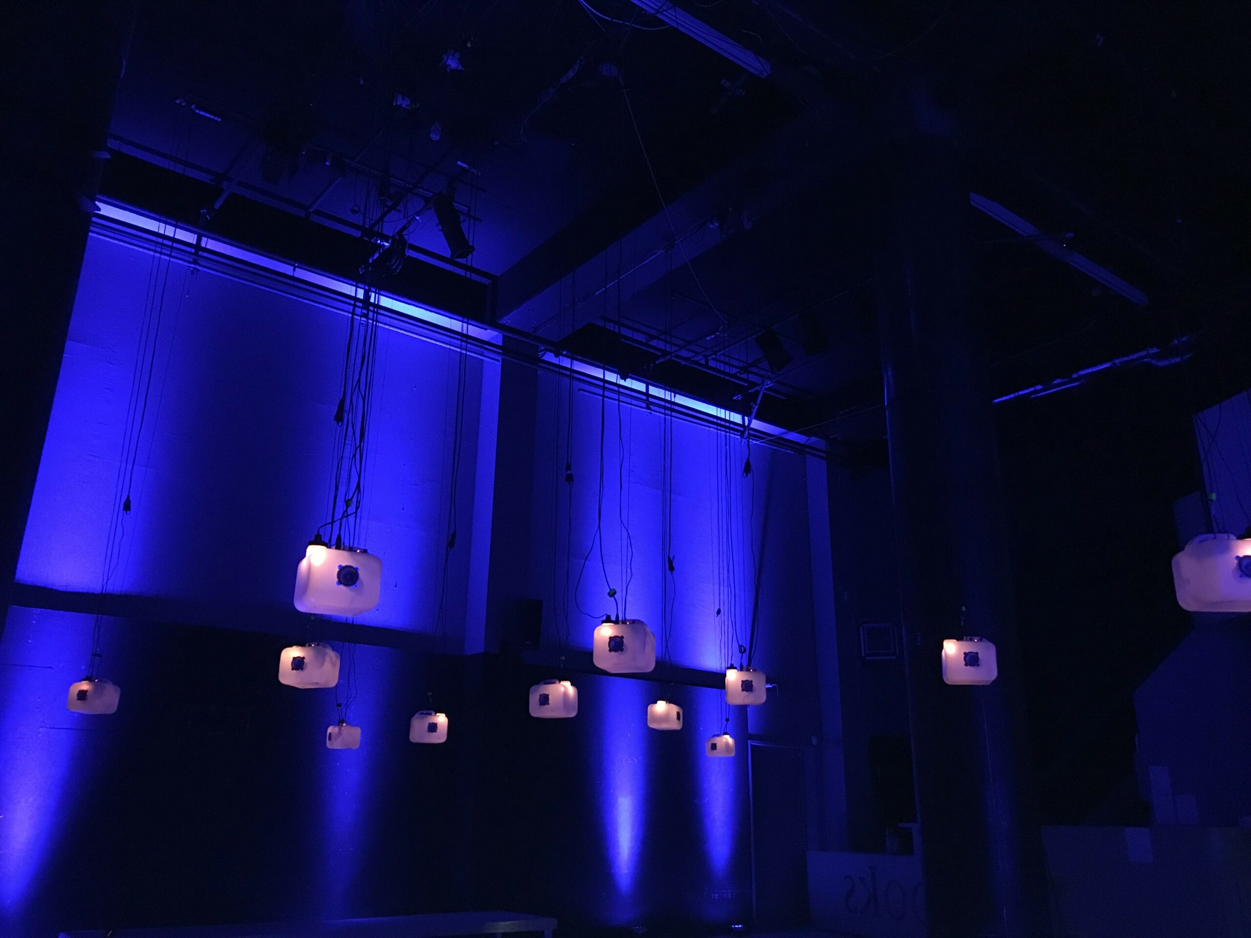 Yes, we Can! Sound and lightscape installation by Walvisnest